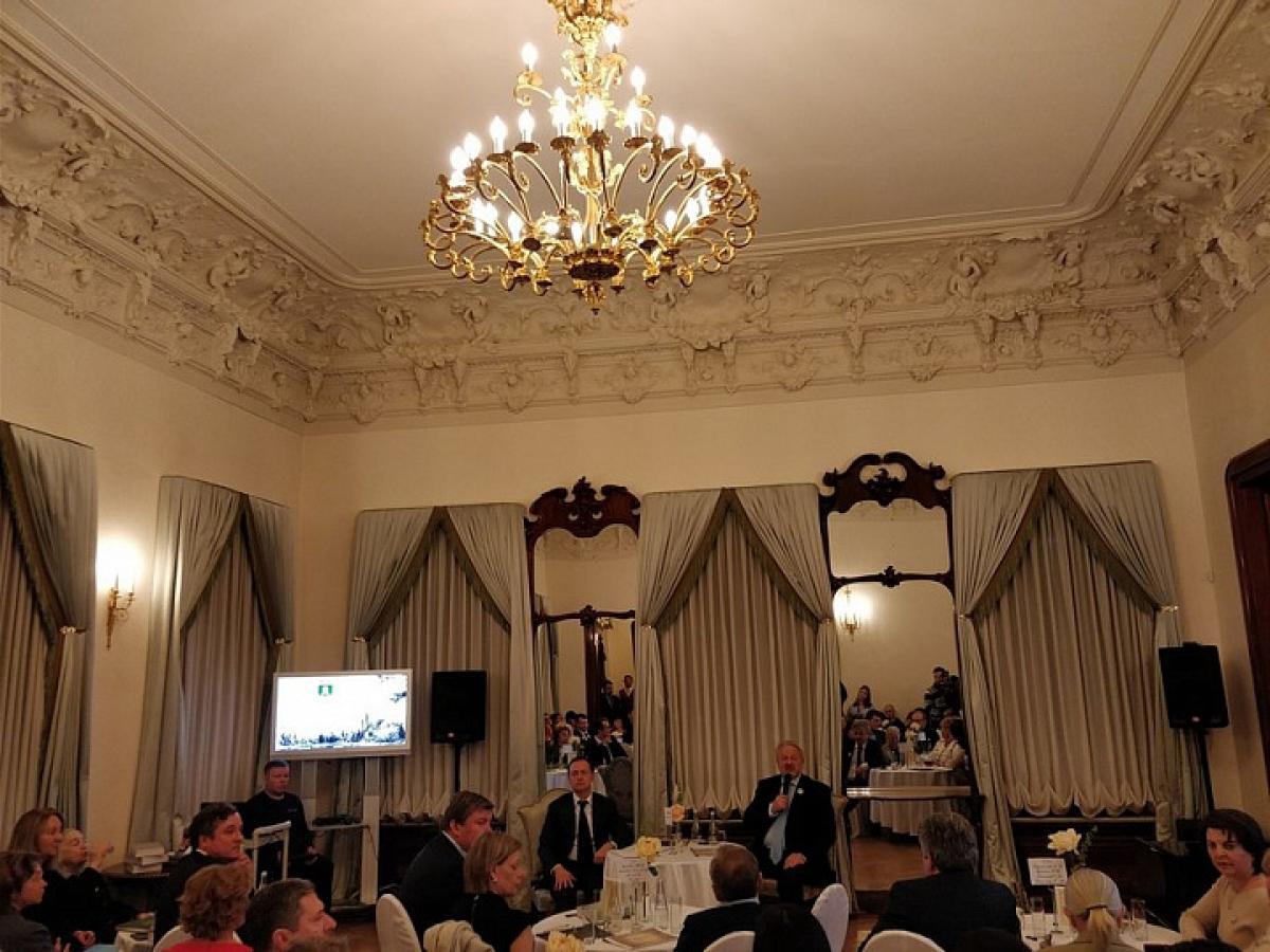 Владимир Мединский: Только частные инвестиции помогут сохранить брошенные усадьбы